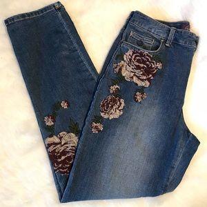 Gloria Vanderbilt Amanda 2.0 floral jeans